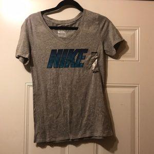 Nike T-shirt S NWT
